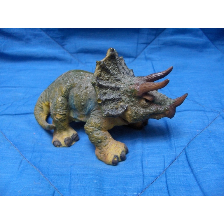 Dinosaurus Ukras sa Raspršivačem 7440